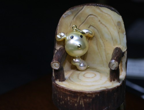 真珠を使った可愛いワンコ・ペンダント